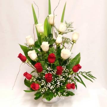 Arreglo con Rosas Rojas & Blancas