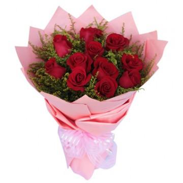 Docena de Rosas con Papel Rosado