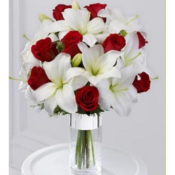 Ramo con Rosas Rojas y Lirios Blancos