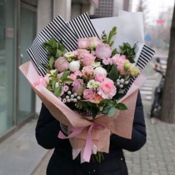 Ramo de Rosas Rosadas y Flores Surtidas