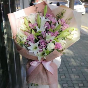 Ramo de Rosas Rosadas y Liliums